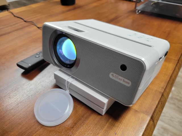 Review: EZCast Beam H3 Mini Projector